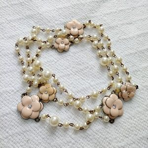 Jewelry - · Pearl necklace ·